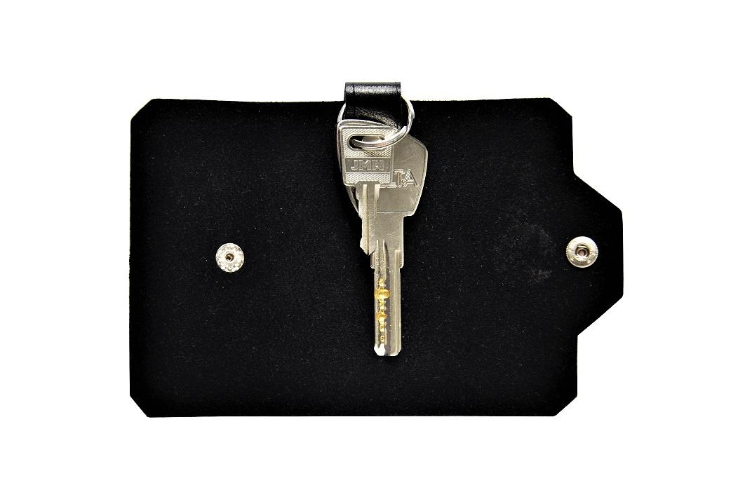 Czarne skorzane etui na klucze z kluczami male