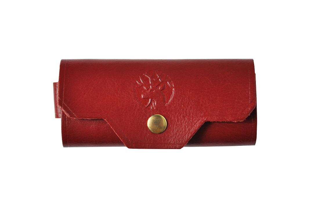 czerwone etui na klucze ze skory przod maly